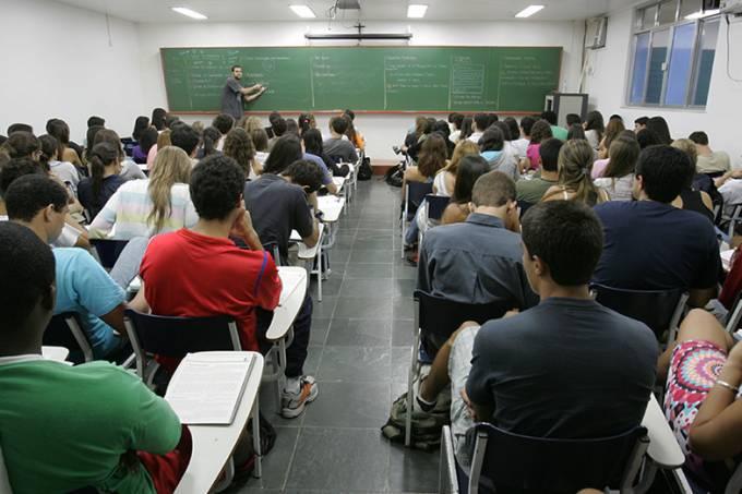 alunos-na-sala-de-aula-do-cursinho-pre-vestibular.jpeg