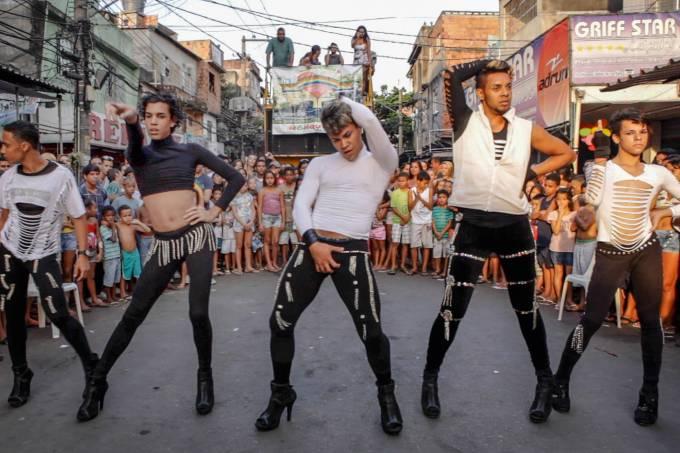 favela-gay-favela-gay_foto-filme-3-jpg.jpeg