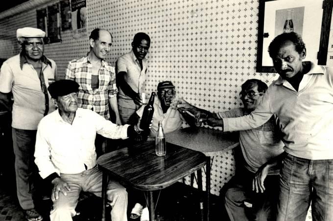 exposicao-museu-do-samba-no-samba-in-rio-carlos-cachaca-e-compositores-de-mangueira.jpeg