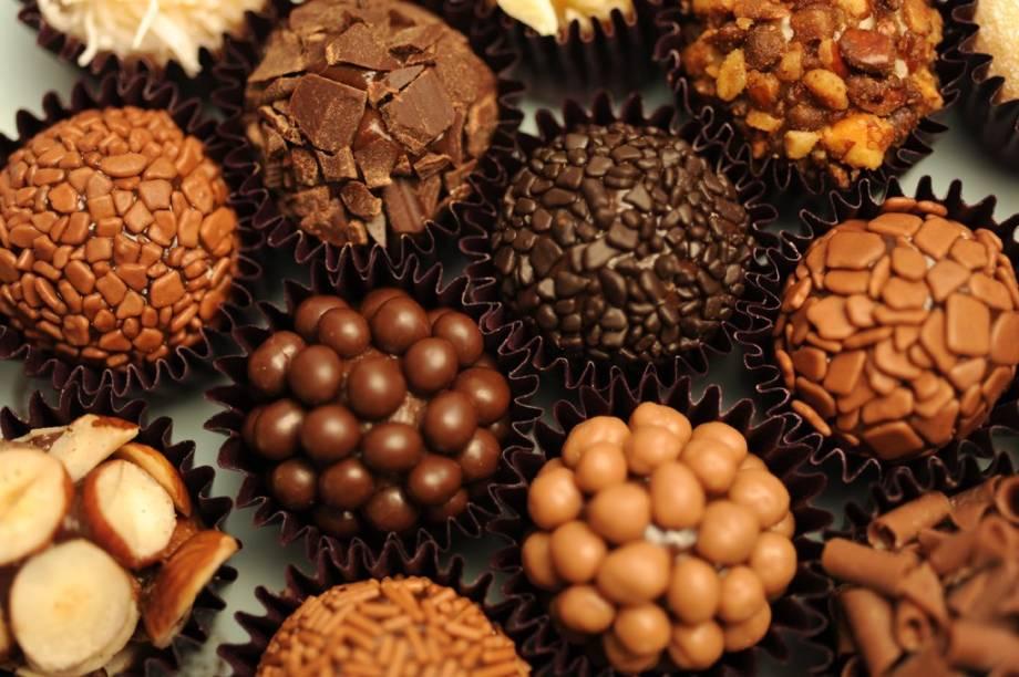 Brigadeiros Gourmet da É de chocolate
