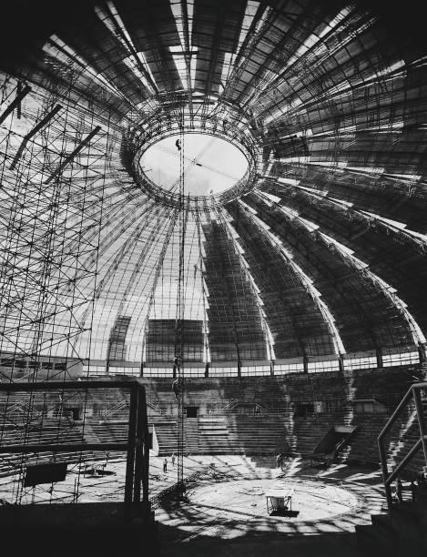Cobertura do ginásio do Ibirapuera, com placas de alumínio Companhia Brasileira de Alumínio – Agência Promotion S/A São Paulo-SP, 1956: foto de Hans Gunter Flieg