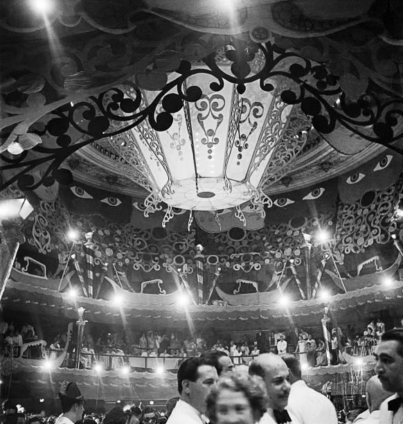 Baile de carnaval no Theatro Municipal, Rio de Janeiro, c. 1950: foto de José Medeiros