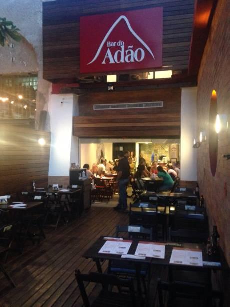 Novo visual do Bar do Adão da Olegário: pastéis saborosos