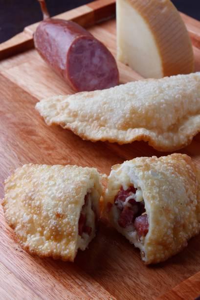 Pastel de Provolone com Calabresa