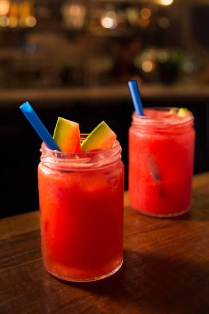 Drinque usina: gim e melancia em combinação refrescante