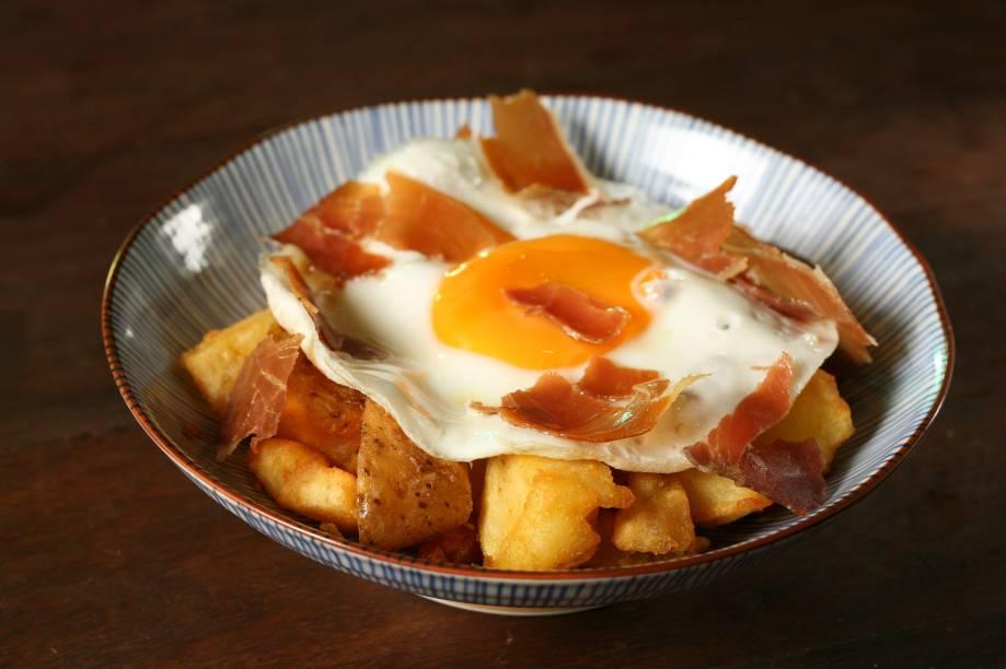Batata trufada com crispies de parma e ovo frito do Stuzzi