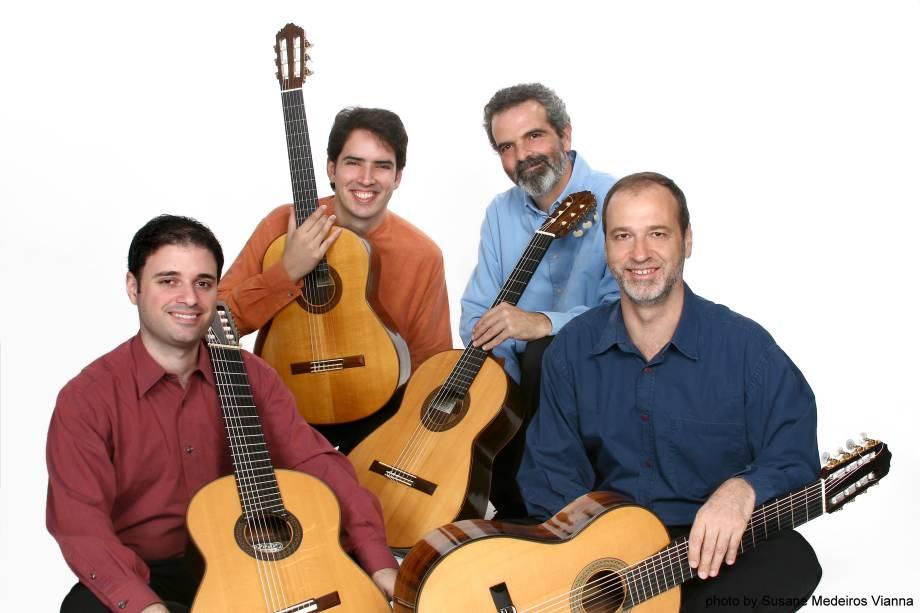 Tadeu do Amaral (violão de seis cordas), Gustavo Costa (violão de seis cordas), Everton Gloeden (violão de oito cordas) e Luiz Mantovani (violão de oito cordas)