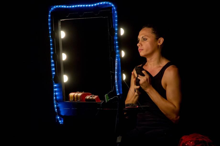 Silvero Pereira em BR-TRANS: ele assina a dramaturgia e está em cena neste monólogo
