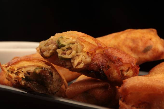 Comedoria_ rolinho de galinha com quiabo e molho de melado de cana_crédito Berg Silva (3)