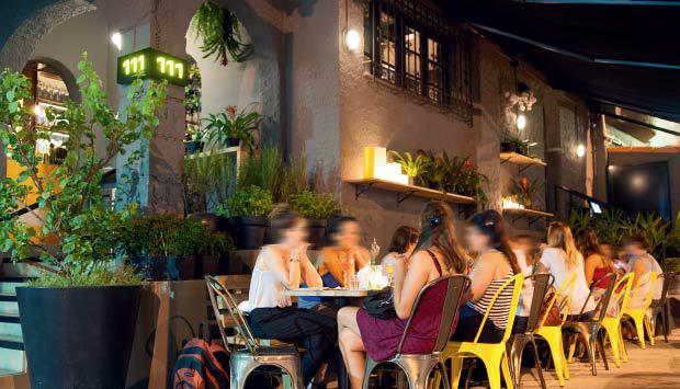 Complex Esquina 111: eleito nas categorias Gastrobar, Carta de drinques, Para paquerar e Melhor barman, com Rafael Rodrigues