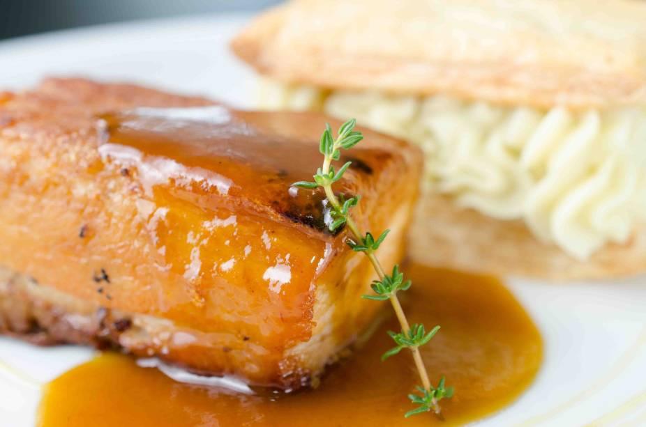 Barriga de porco com folheado de batata doce: prato do Cota 200