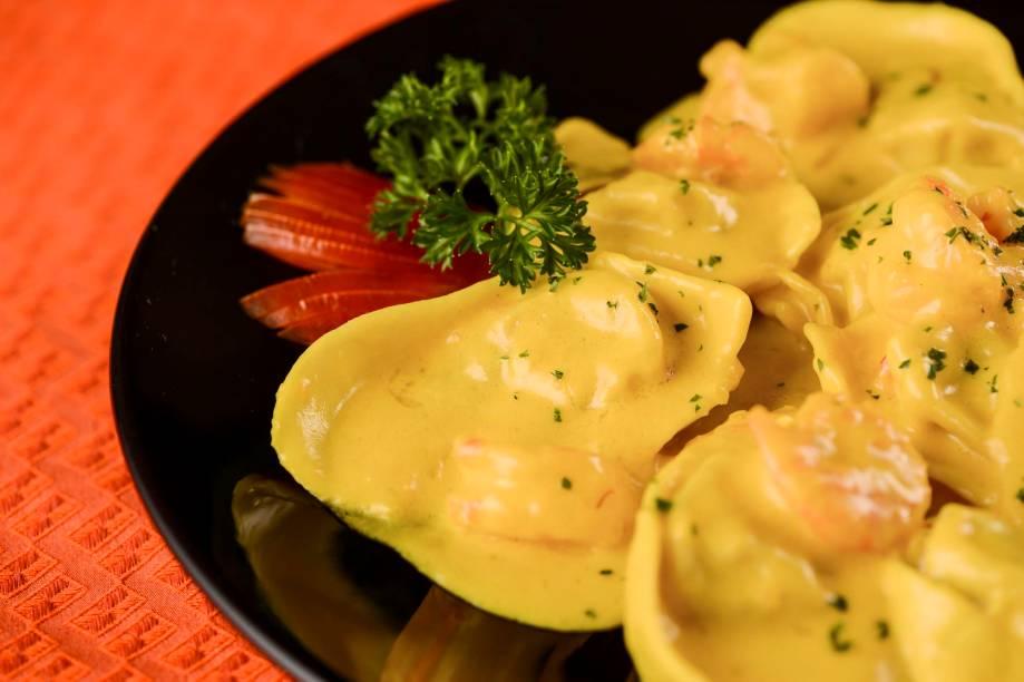 Ravióli de cherne ao molho de açafrão e camarão: R$ 68,00