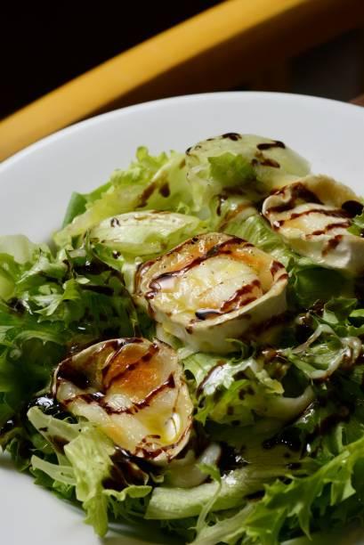 Salada de queijo de cabra gratinado: no El Gordo