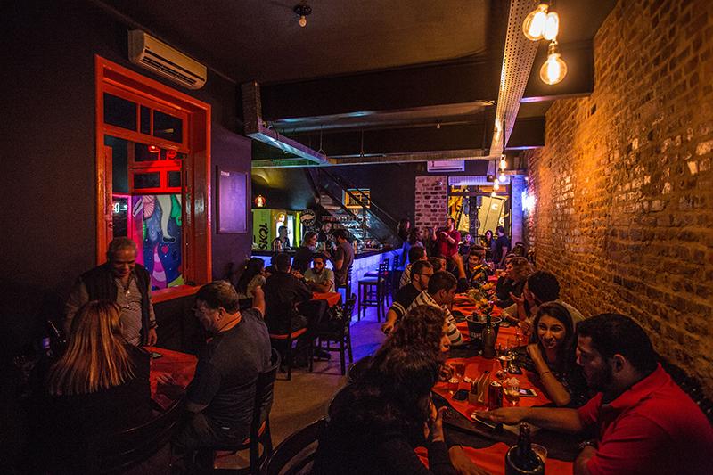 Alice Bar: decoração e menu temáticos