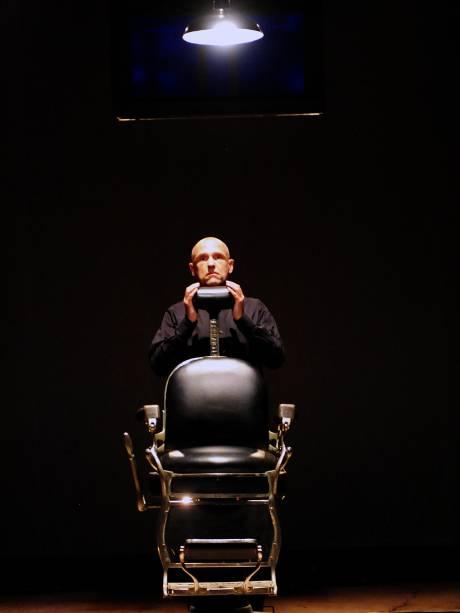 Gilberto Gawronski em Ato de Comunhão: peça baseada em caso real volta à cena