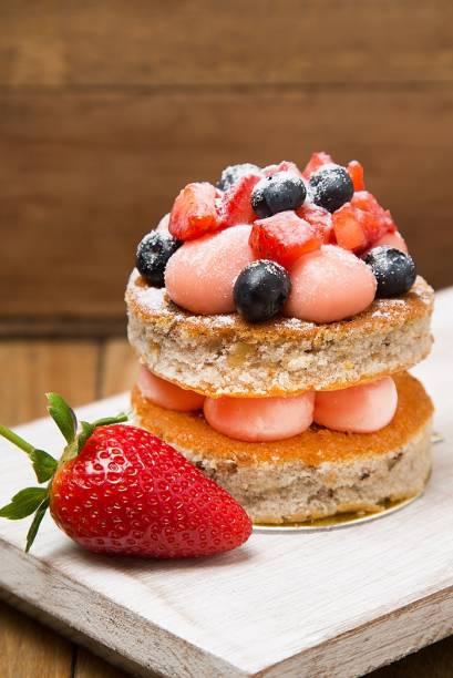 Naked cake de frutas vermelhas: tamanho individual
