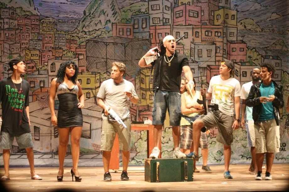 Jonas França e Alex Borges assinam texto do espetáculo
