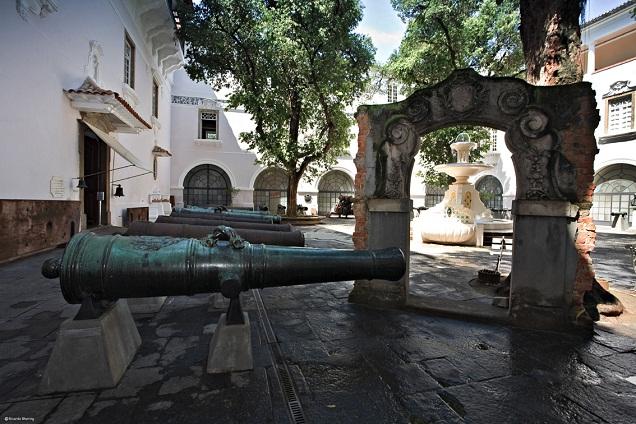 No Pátio dos Canhões, há exemplares de armamento portugueses, ingleses, franceses, holandese