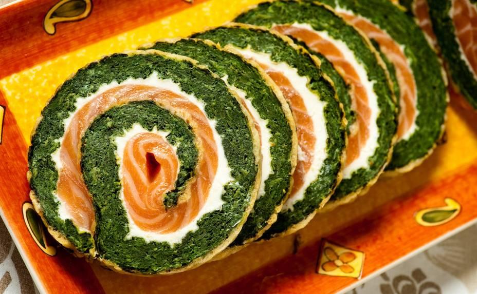 Rocambole de espinafre, salmão e cream cheese: clássico do Fellini