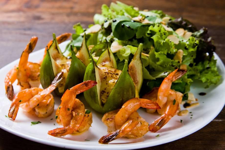 Salada com figo e camarões do Santa Satisfação