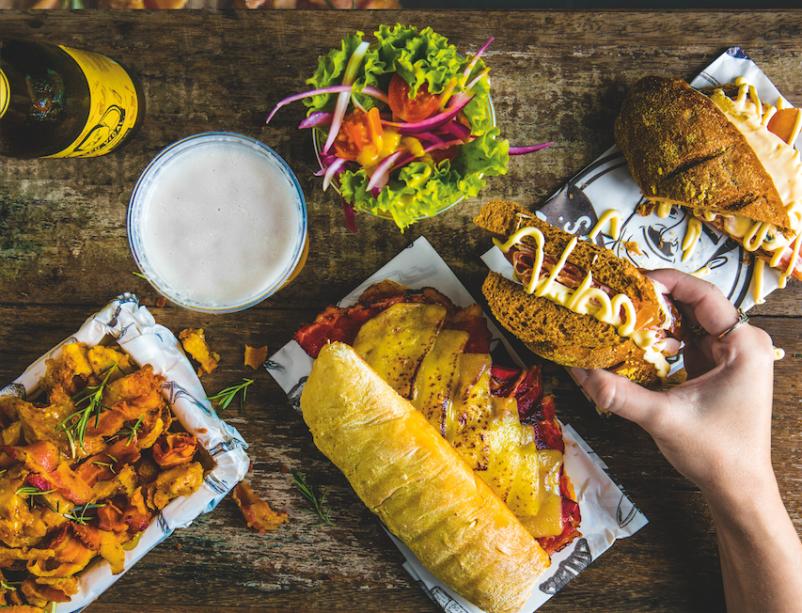 Convite à gula: o menu elenca doze sanduíches, entre eles o pedido batizado com o nome da casa (R$ 28,00)