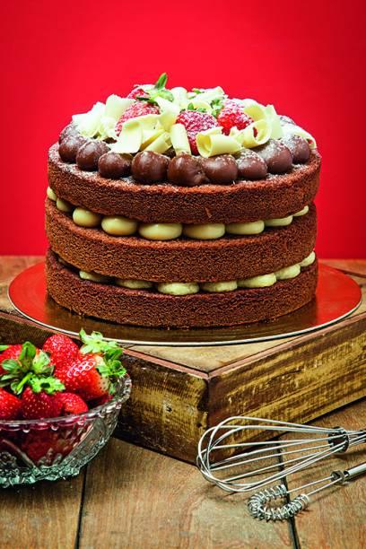 Naked cake grande de chocolate: pronto em menos de dez minutos