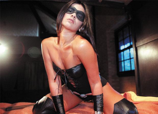 O bumbum que foi destaque no Carnaval de 1999 foi o da personagem Tiazinha, a mascarada de cinta-liga, lingerie decotada e chicote que, no maior estilo sadomasoquista, fazia qualquer marmanjo babar. Aos 20 anos, a bela desbancou o reinado da baiana Carla<br>