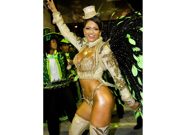 Além de rainha, Thatiana também foi diretora do departamento cultural da escola. Em 2008, estava ainda atarefada com uma terceira tarefa: a conclusão da produção de um documentário sobre o mundo do samba, Do Barracão à Apoteose, 80 Minutos de Emoção. Em 2<br>