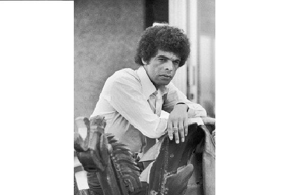 Em 1974, ano da foto acima, veio a guinada em sua carreira. O sucesso aconteceu com a gravação de uma composição sua, O importante é ser fevereiro, pelo cantor Jair Rodrigues, em São Paulo. A canção estava no repertório do disco de estreia, Gloria a Deus<br>