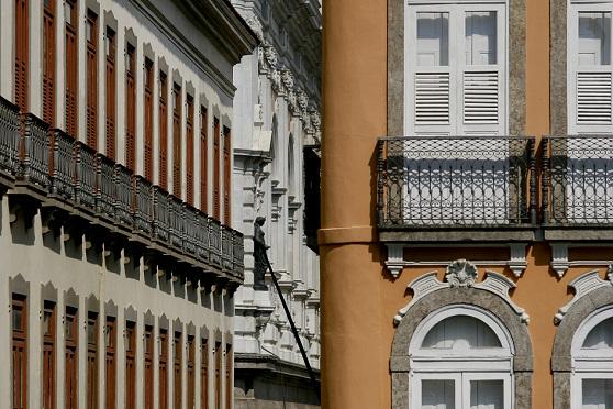 Típicos de Lisboa, os sobrados de um ou dois andares dominam a vista desta região central do Rio<br>