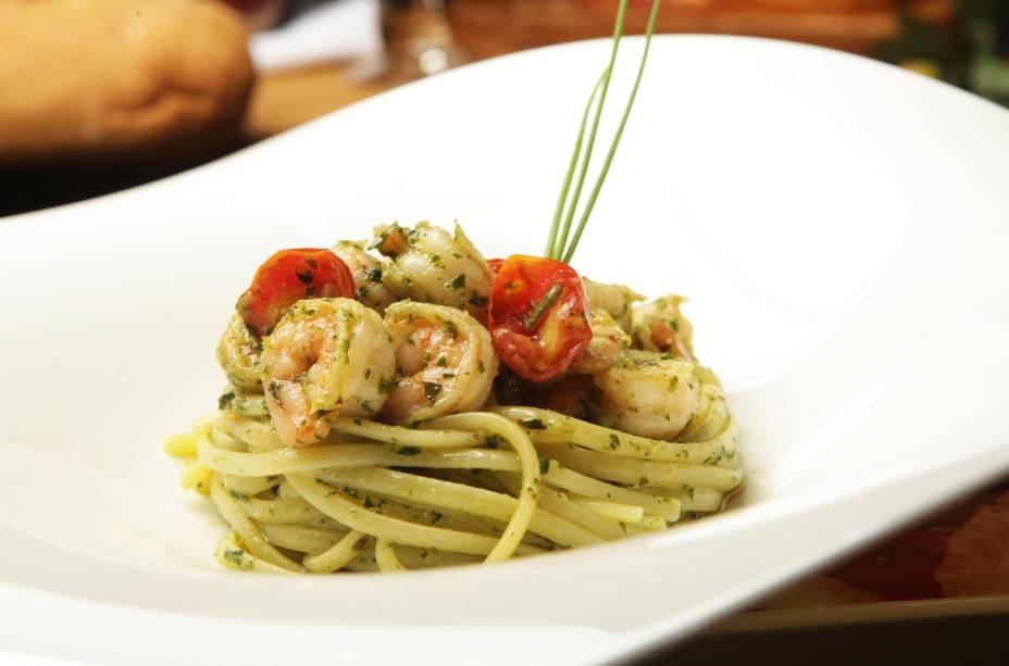 L'Ulivo Cucina e Vini_Linguini com camaroes e pesto de manjericao