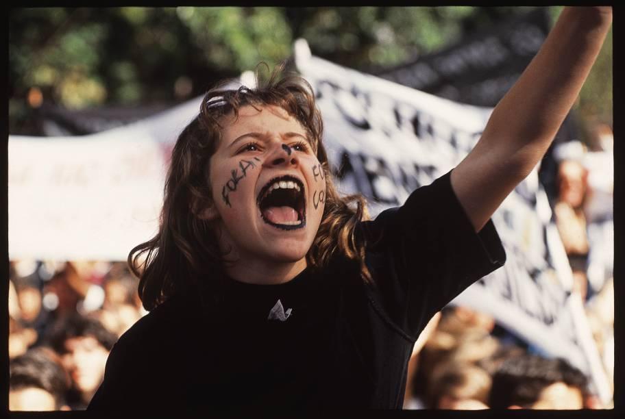 O movimento ficou conhecido como cara-pintada, pelo grande volume de estudantes que escreviam palavras de ordem com tinta no rosto. Manifestações percorreram a orla na praia de Copacabana, reunindo milhares de pessoas. Todos usaram cor preta, que simboliz<br>