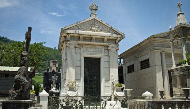 A tradicional família possui um imponente mausoléu<br>