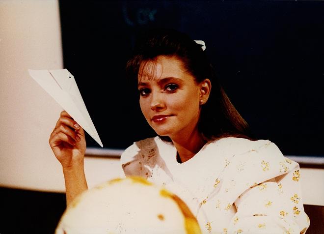 Interpretada por Gabriela Rivero na novela mexicana Carrossel, a professora conquistou as crianças de todo o Brasil na década de 90, quando o SBT exibiu a trama. A personagem era marcada por sua doçura, gentileza, carinho, paciência e amor pela profissão.<br>