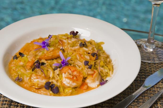 Risoto de camarão com alho poró está entre as opções de prato principal da casa<br>