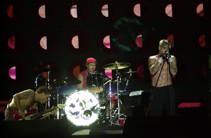 Os quatro integrantes da banda Red Hot Chili Peppers estão de volta à edição de 2011 do festival<br>