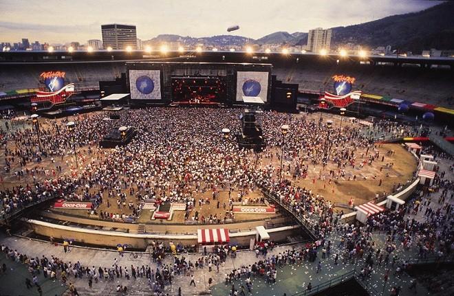 A segunda edição do festival foi realizada no estádio Maracanã, e não na Cidade do Rock que ficava em um terreno ao lado do Riocentro<br>