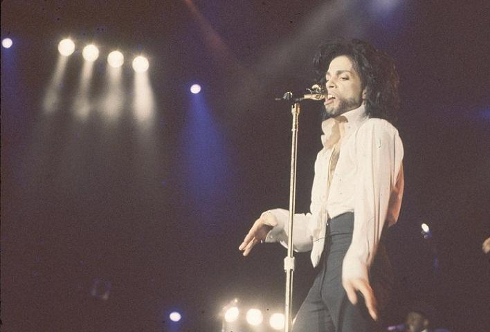 Show do Prince. Sua música mescla gêneros musicais diversos, como funk, R&B,soul, new wave, jazz, rock psicodélico, pop e hip hop<br>