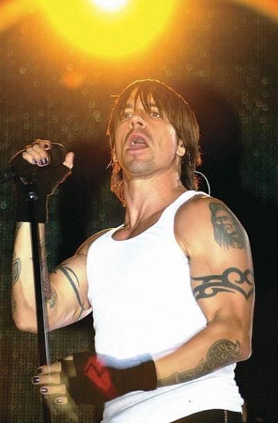 """A banda é formada pelos membros fundadores Anthony Kiedis (vocal) e Michael """"Flea"""" Balzary (baixo), com o baterista de longa data Chad Smith e mais recentemente o guitarrista Josh Klinghoffer<br>"""