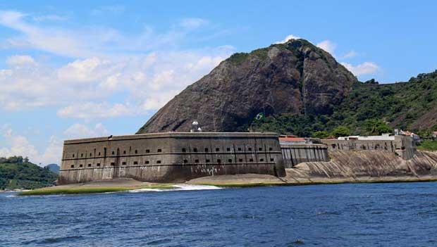 Construída no século XVI, protegia a entrada da Baía de Guanabara de invasores<br>