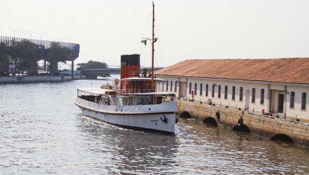 Por 10 reais é possível navegar no barco Laurindo Pitta, construído na Primeira Guerra Mundial<br>