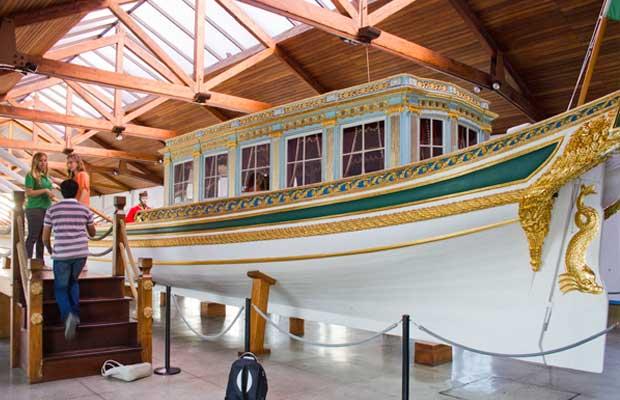 Barco de Dom João VI coberto por folhas de ouro<br>
