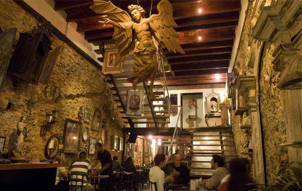 Imagens sacras são destaque na casa de jazz da Rua Lavradio<br>