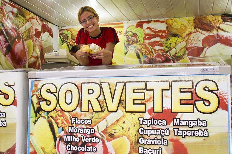 Os doces nordestinos não ficam restritos apenas à rapadura e à tapioca. Na sorveteria Sabor do Norte não faltam sabores diferentes feitos artesanalmente com a polpa de frutas regionais como bacuri, cupuaçu, graviola, mangaba, murici, umbu, seriguela, grav<br>