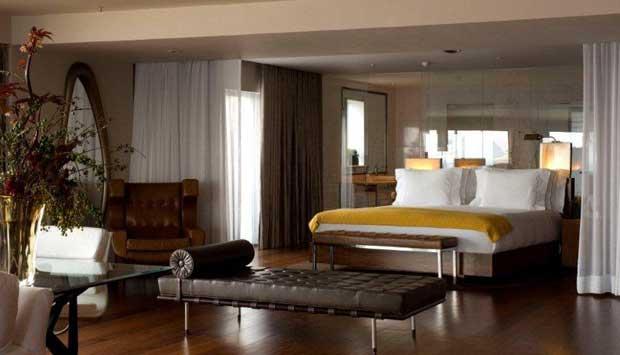 Badalado hotel da orla de Ipanema, tem como quarto mais luxuoso o Ocean Front. São 130 metros quadrados de área interna, TV de 50 polegadas, máquina de café Nespresso e banheira desenhada pelo designer francês Philippe Starck com vista para o mar. Para de<br>