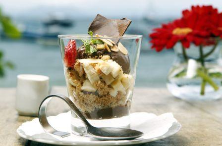 Sobremesa: cremoso de chocolate com banana prata e crumbles de amêndoas.<br>