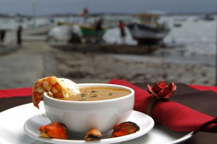Sopa del Mar: creme de aipim com frutos do mar.<br>