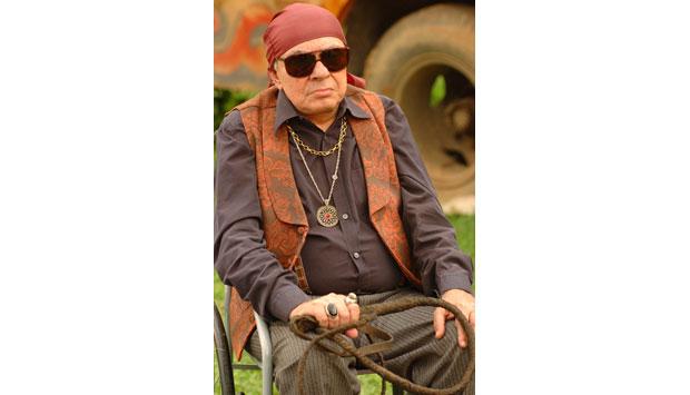 Em um de seus últimos trabalhos na TV, Chico Anysio interpretou o personagem Cigano na novela Pé na Jaca<br>