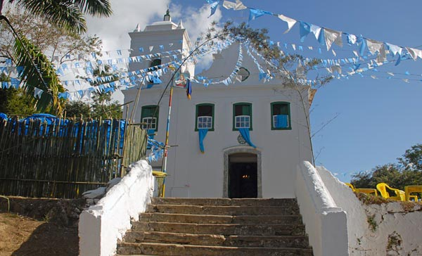 Construída no século XVIII, faz parte do importante patrimônio histórico da Ilha Grande. Era frequentada por fazendeiros e trabalhadores das lavouras de café que se instalaram à sua volta<br>