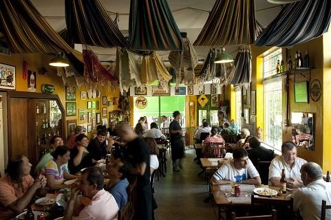 Casa combina petiscos deliciosos com extensa carta de cervejas, entre elas a admirada Chimay Bleue<br>